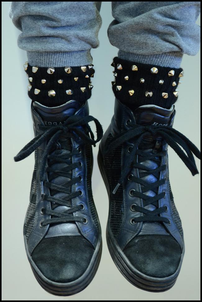Tweedot blog magazine - Alto Milano calze con borchie e sneakers Hogan ai 2013