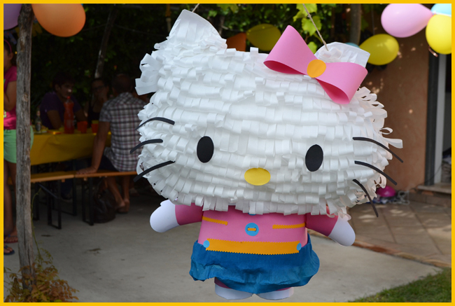 Tweedot blog magazine - pignatta hello kitty