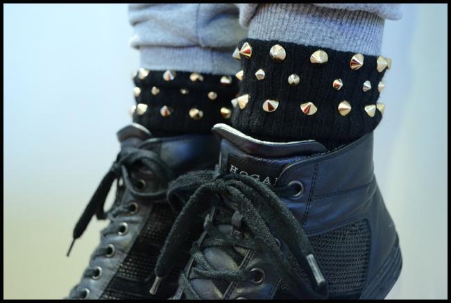 Tweedot blog magazine - sneakers Hogan paillettes e Alto Milano calze con borchie - studs