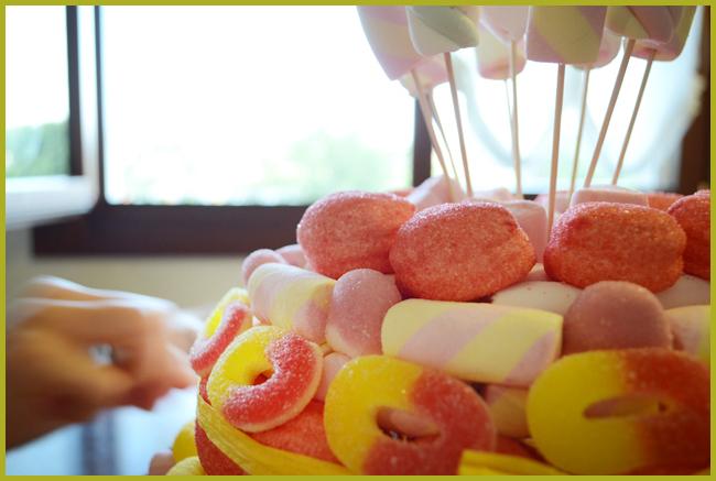 Tweedot blog magazine - come fare una finta torta di caramelle gommose