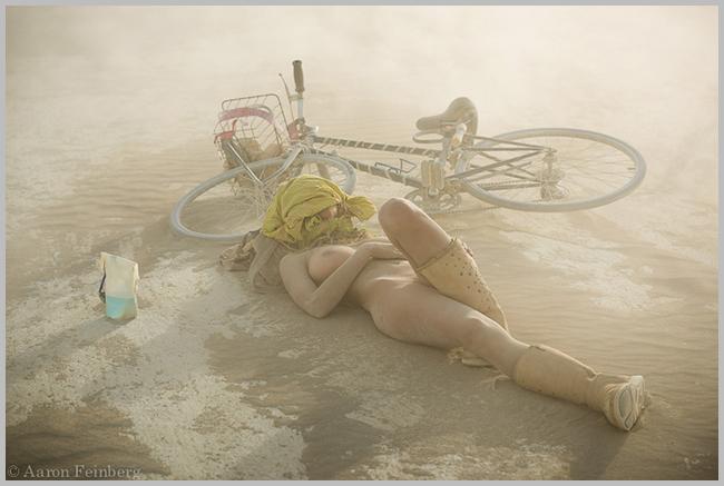 Tweedot-blog-magazine-artisti-viaggiatori-e-vagabondi-nel-deserto-per-il-festival-di-arte-burning-man