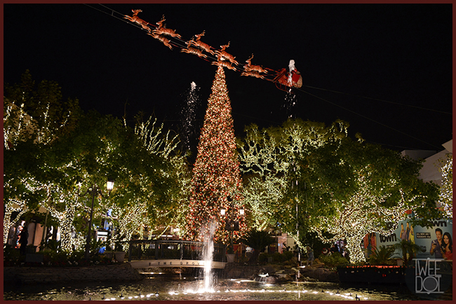 Tweedot blog magazine - The Grove Shopping Center Los Angeles Christmas Tree