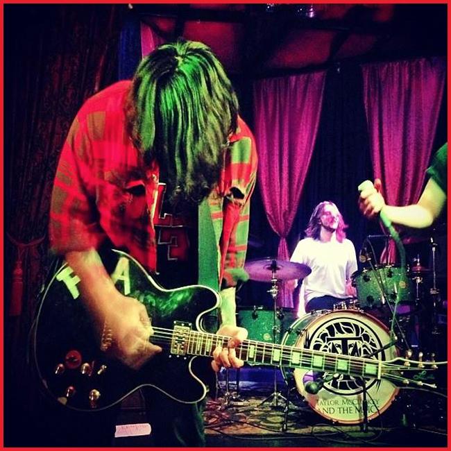 Tweedot blog magazine - Fire The Animal Jason guitarrist