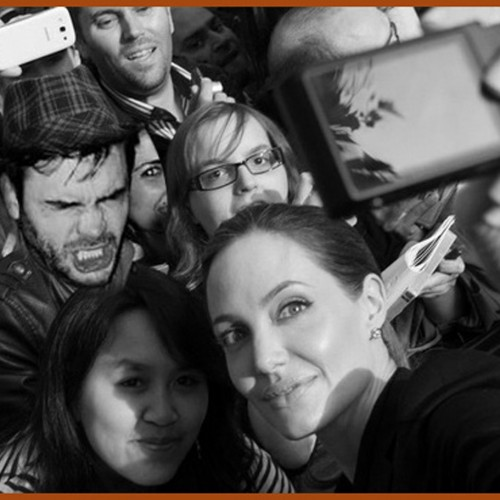 Tweedot-blog-magazine-Selfie-di-gruppo-coi-vip-Angelina-Jolie1