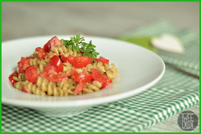 Tweedot blog magazine - Festeggia il Food Revolution Day con la nostra ricetta di pasta al pesto sana economica e gustosa