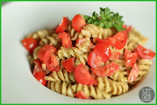Tweedot blog magazine - Jamie Oliver Food Revolution Day in Italia - cucina con noi una pasta al kamut ricca di energia con pesto di noci e semi di zucca