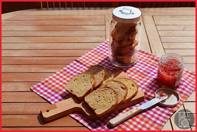 Tweedot blog magazine - colazione in giardino con fette biscottate integrali fatte in casa e marmellata di arance