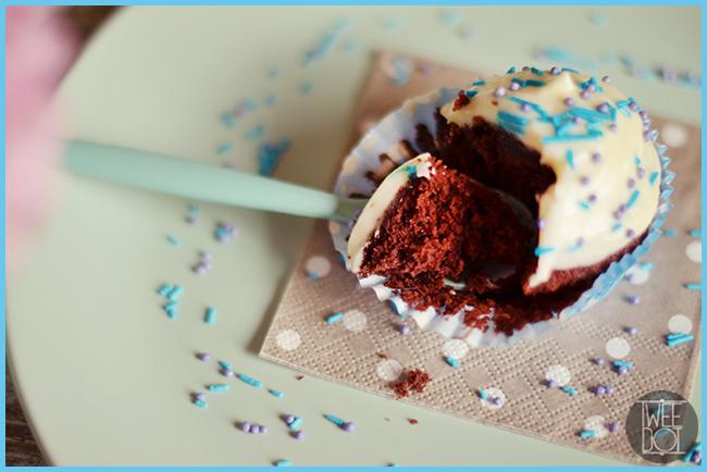 Tweedot blog magazine - frosting o glassa per red velvet cupcake