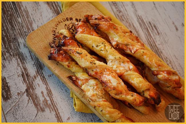 Torcetti di sfoglia integrale con composta di mele cotogne rosmarino e formaggio Piave - Tweedot blog magazine