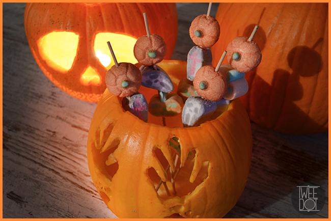 Tweedot blog magazine - idee creative con marshmallows e zucca di Halloween