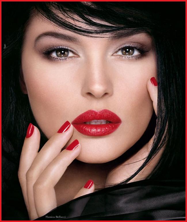 bellucci red lipstick