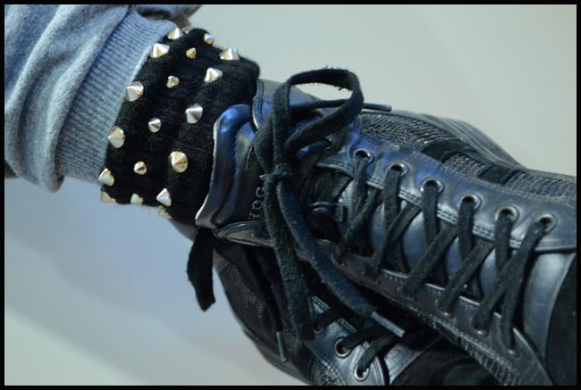 Tweedot blog magazine - Alto Milano calzini con borchie e sneakers Hogan - Milano fashion week 2013