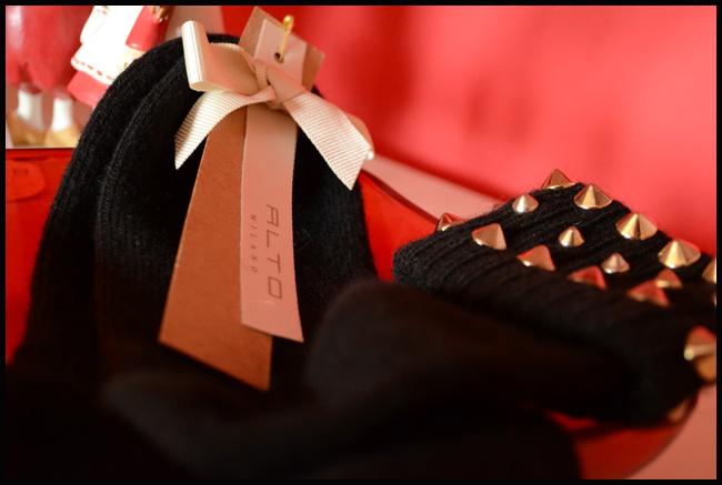 Tweedot blog magazine - Alto Milano calzini in cashmere con borchie - cashmere studded socks