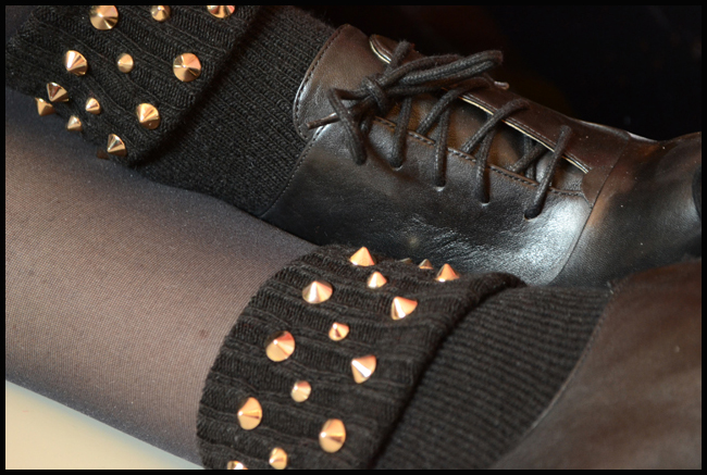 Tweedot blog magazine - calze Alto Milano, scarpe Guess - studs socks