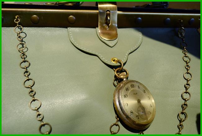 Tweedot blog magazine - Doctor Clock Bag La Tilde accessori autunno inverno 2014