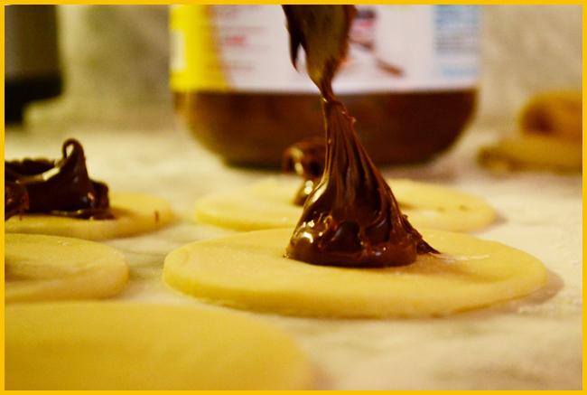 Tweedot blog magazine - mezzeluna di frolla ripiene di cioccolata marmellata o frutta