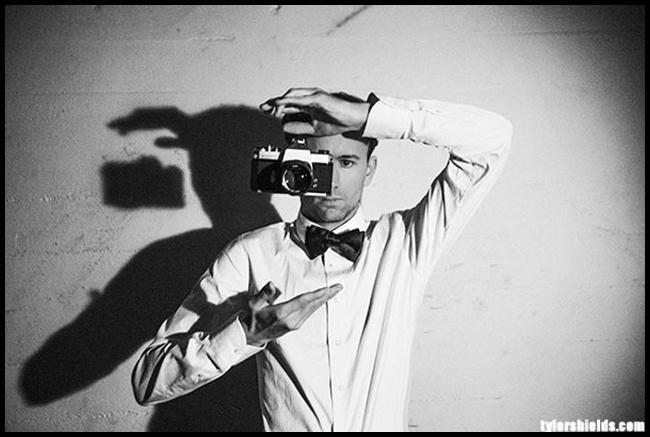 Tweedot blog magazine - fotografo Tyler Shields - floating camera