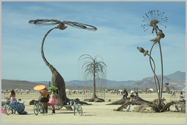 Tweedot blog magazine - installazioni nel deserto burning man in california