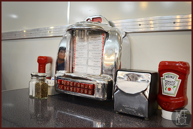 Tweedot blog magazine - Johnny Rockets Los Angeles 50's style Restaurant