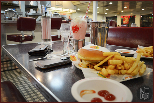 Tweedot blog magazine - da Johnny Rockets a Los Angeles con DuDu bags Italia