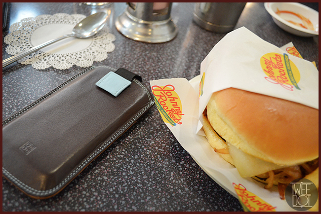 Tweedot blog magazine - hamburger Johnny Rockets Los Angeles e cover iPhone DuDuBags