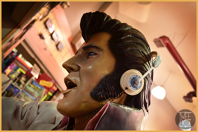 Tweedot blog magazine - House of Marley headphones in Hollywood - Elvis Presley photography by Laura Manente